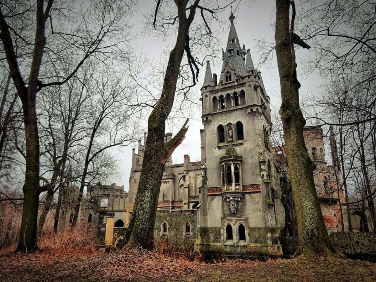 Заброшенные замки мира фото внутри