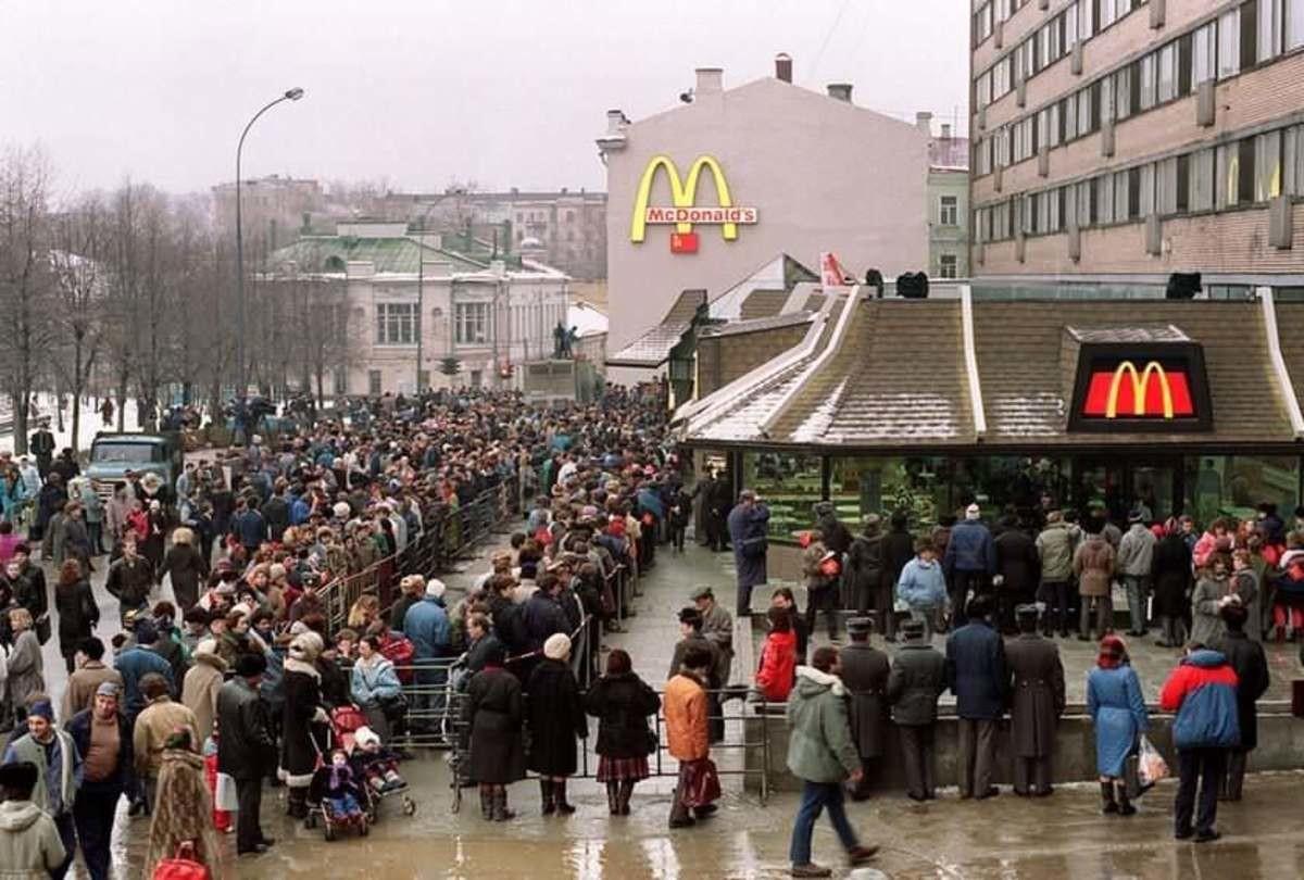 Resultado de imagen para mcdonalds vintage photos raining queau